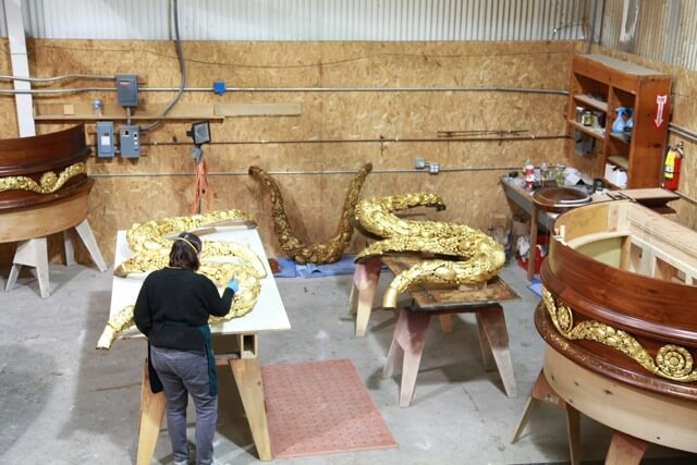 Gilders coat woodcarvings in gold leaf