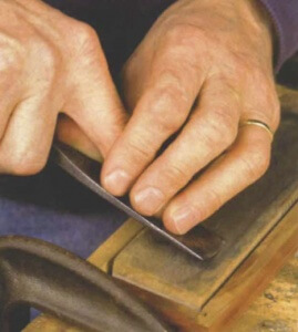 Sharpening a woodcarving gouge